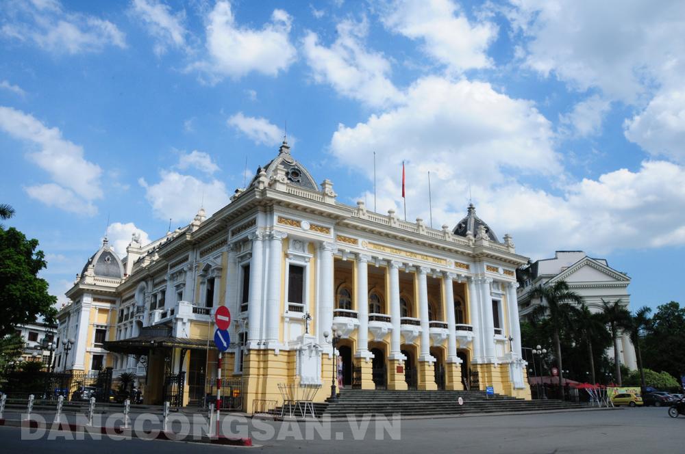 Du khách được tham quan Nhà hát Lớn Hà Nội từ tháng 6/2017