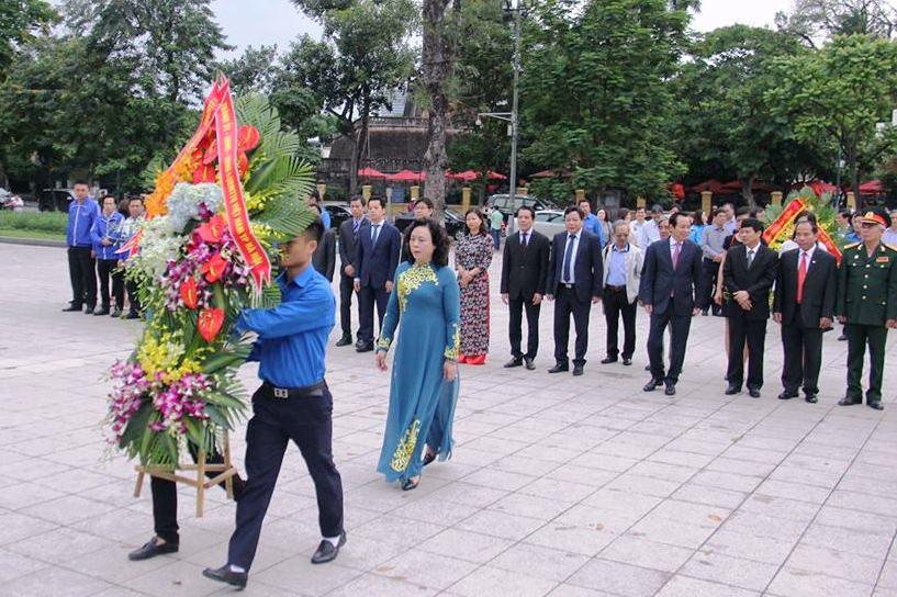 Hà Nội: Dâng hoa kỷ niệm 147 năm Ngày sinh V.I.Lenin