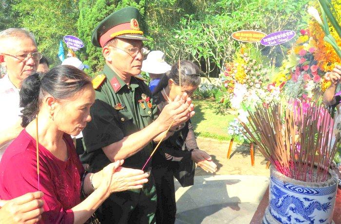 Dâng hương tưởng niệm 70 năm ngày mất chí sĩ Huỳnh Thúc Kháng
