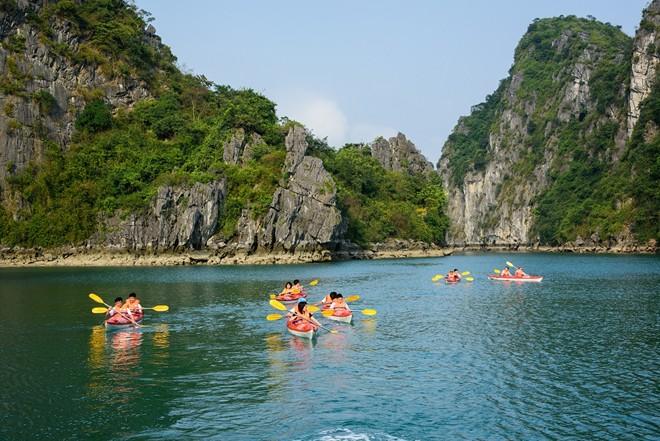 Đề nghị Quảng Ninh tạo điều kiện cho cung cấp dịch vụ Kayak trên Vịnh Hạ Long