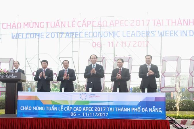 Chủ tịch nước bấm nút khởi động đồng hồ đếm ngược Tuần lễ Cấp cao APEC 2017