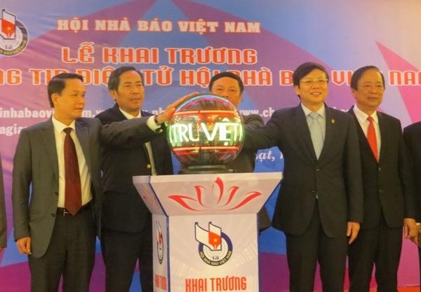 Hội Nhà báo Việt Nam triển khai công tác năm 2017 và khai trương Cổng Thông tin điện tử