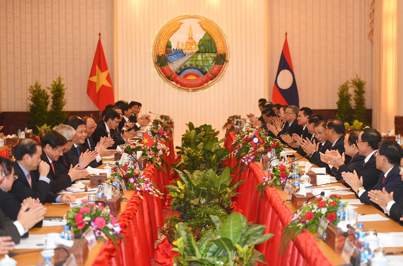 Thủ tướng Nguyễn Xuân Phúc hội đàm với Thủ tướng Lào