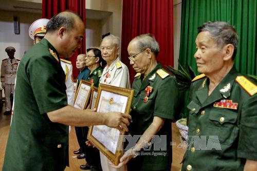 Tổ chức Lễ trao Huân chương Bảo vệ Tổ quốc cho các đồng chí nguyên cán bộ chỉ huy các đơn vị Quân đội
