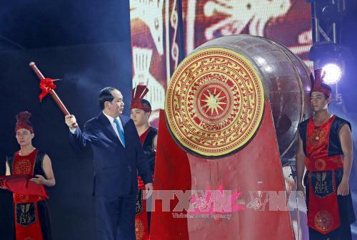 Chủ tịch nước Trần Đại Quang dự Lễ khai mạc mùa du lịch Biển Cửa Lò 2017