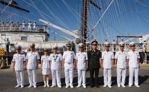 Tàu buồm 286/Lê Quý Đôn thăm Philippines