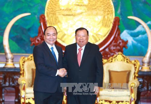 Thủ tướng Nguyễn Xuân Phúc gặp gỡ các đồng chí Lãnh đạo Đảng, Nhà nước Lào
