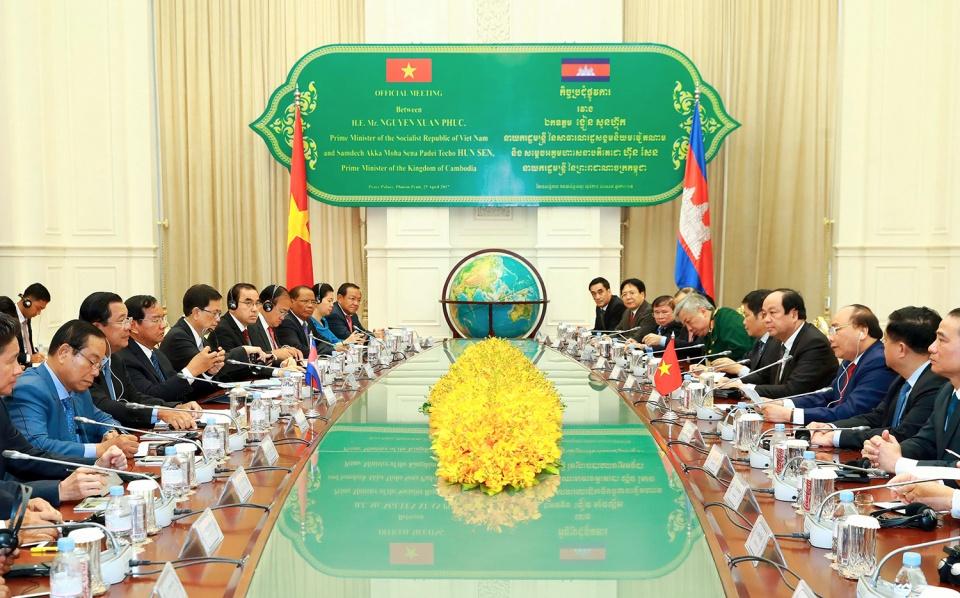 Thắt chặt hơn nữa sự tin cậy chính trị và quan hệ hữu nghị đoàn kết giữa Việt Nam với Campuchia và Việt Nam với Lào