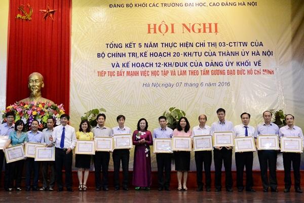 Hà Nội: 30 năm xây dựng tổ chức Đảng, phát triển đội ngũ đảng viên trí thức ưu tú