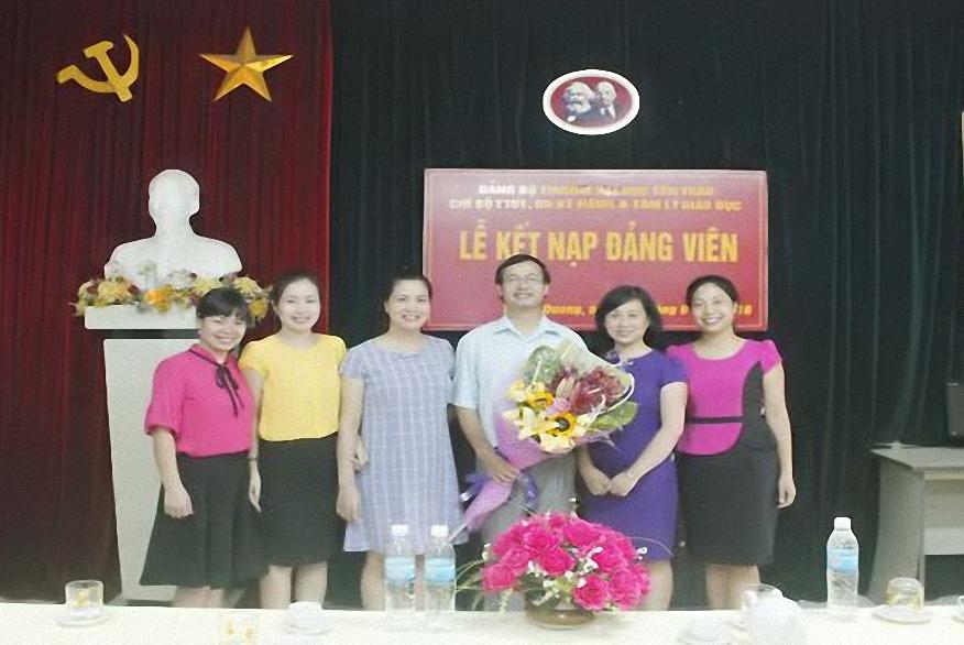 Đảng bộ Trường Đại học Tân Trào chú trọng phát triển đảng viên trong học sinh, sinh viên