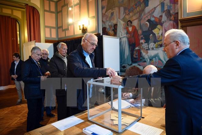 """Bầu cử Tổng thống Pháp bắt đầu, EU """"nín thở"""" lo ngại kịch bản Frexit"""