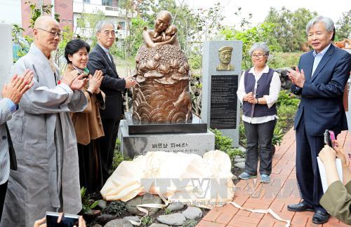 """Khánh thành bức tượng đồng """"Xin lỗi Việt Nam"""" tại Hàn Quốc"""