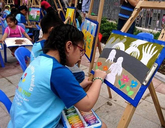 Thiếu nhi vẽ tranh với chủ đề bảo vệ trẻ em khỏi xâm hại tình dục