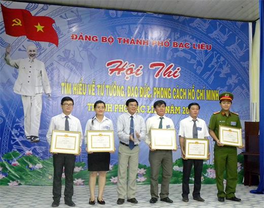 """Hội thi """"Tìm hiểu về tư tưởng, đạo đức, phong cách Hồ Chí Minh"""" năm 2017"""