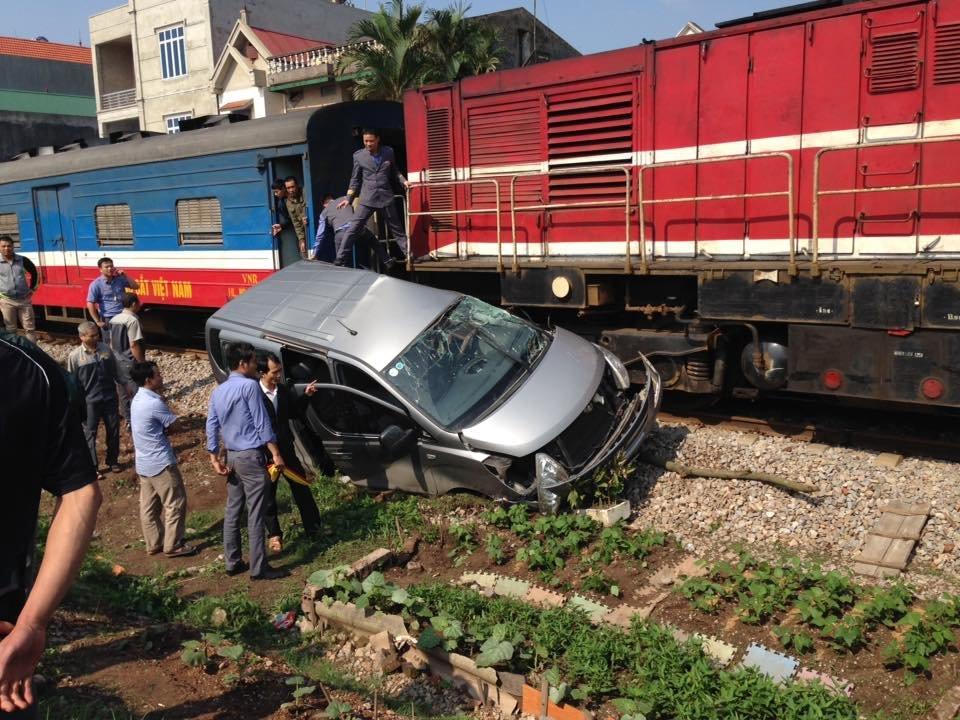 Đẩy mạnh thực hiện các giải pháp bảo đảm trật tự, an toàn giao thông đường sắt