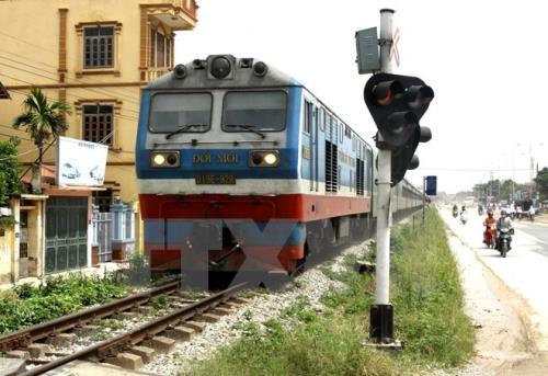 Kiên quyết xử lý vi phạm hành lang an toàn giao thông đường sắt