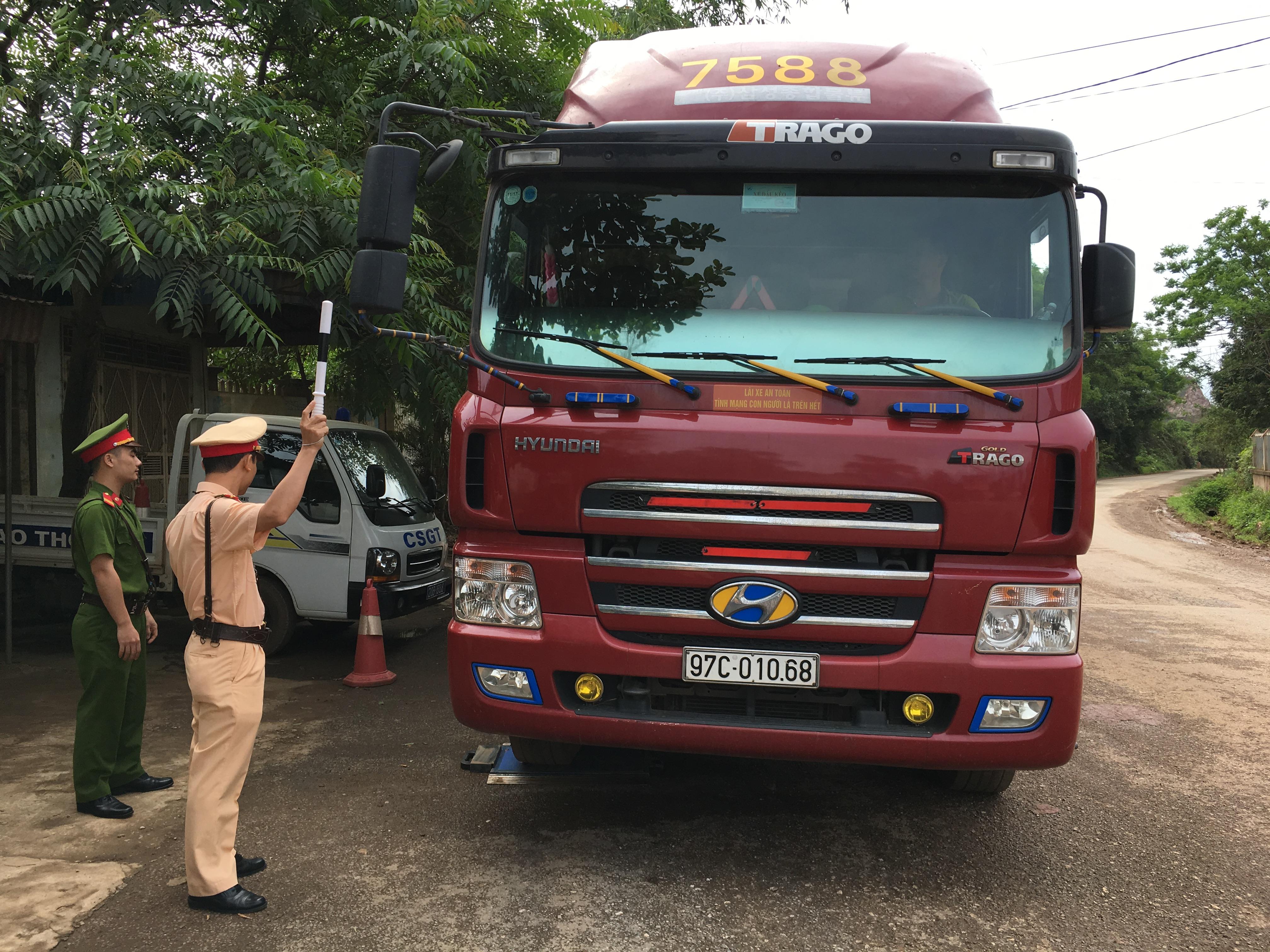 Tăng cường kiểm tra, kiểm soát và xử lý xe chở hàng quá tải trọng