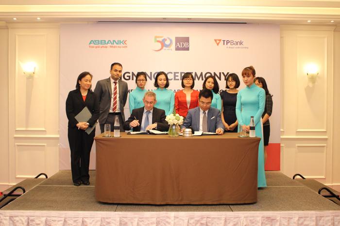 ADB bổ sung hai ngân hàng Việt Nam vào chương trình tài trợ thương mại