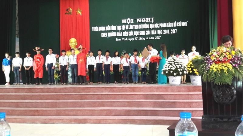 """Nam Định: Tuyên dương điển hình """"Học tập và làm theo tư tưởng, đạo đức, phong cách Hồ Chí Minh"""""""