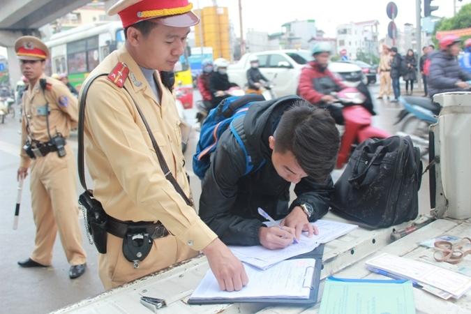 Xử lý nghiêm học sinh, sinh viên vi phạm Luật Giao thông đường bộ