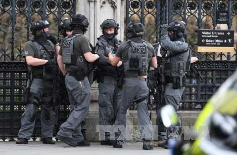 Cảnh sát Anh bắt thêm 3 nghi can khủng bố