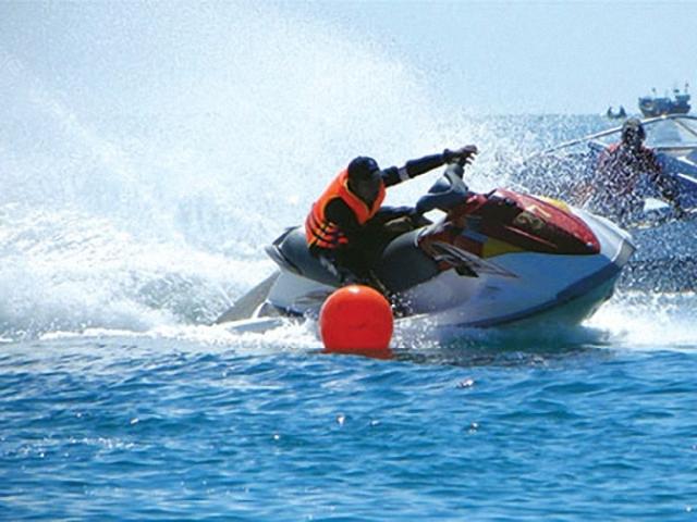 Cần siết chặt dịch vụ cho thuê mô tô nước trên các bãi biển Khánh Hòa