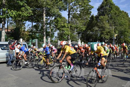 Đồng Tháp: Trao giải ở chặng 4 Tour xe đạp toàn quốc về nông thôn năm 2017