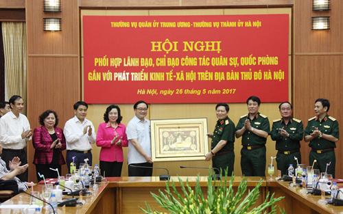 Tăng cường phối hợp giữa Thường vụ Quân ủy Trung ương và Thường vụ Thành ủy Hà Nội