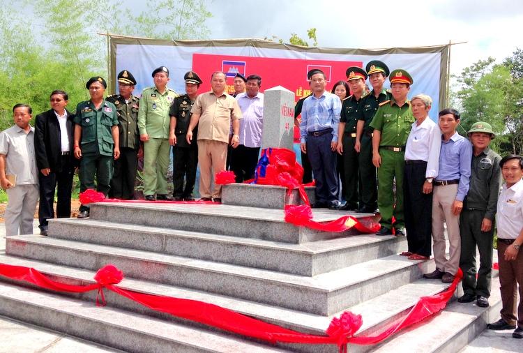 Khánh thành cột mốc 41 và 43 biên giới Việt Nam - Campuchia