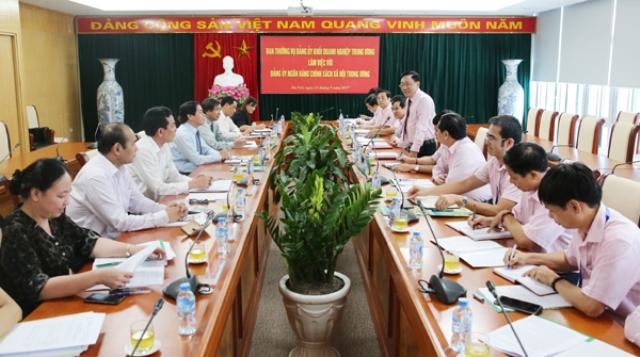 Ban Thường vụ Đảng ủy Khối Doanh nghiệp TW làm việc với Đảng ủy NHCSXH TW