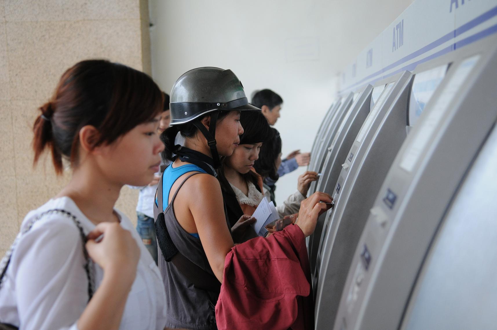 Chấn chỉnh về thời gian hoạt động của các máy ATM