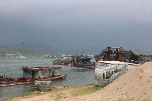 Hòa Bình: Sớm làm rõ phản ánh của người dân về việc khai thác cát quá mức trên sông Đà