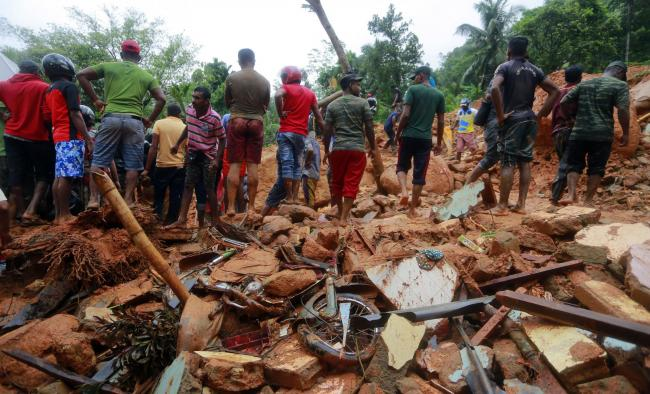 Lũ lụt và lở đất khiến hàng trăm người chết và mất tích ở Sri Lanka