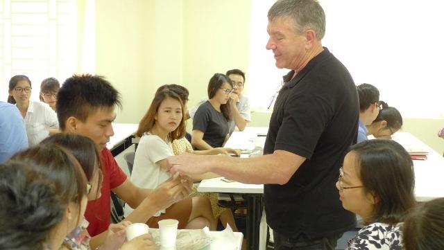 Nhà khoa học Australia chia sẻ chuyên môn và kinh nghiệm giảng dạy mang tính tương tác các môn khoa học và toán