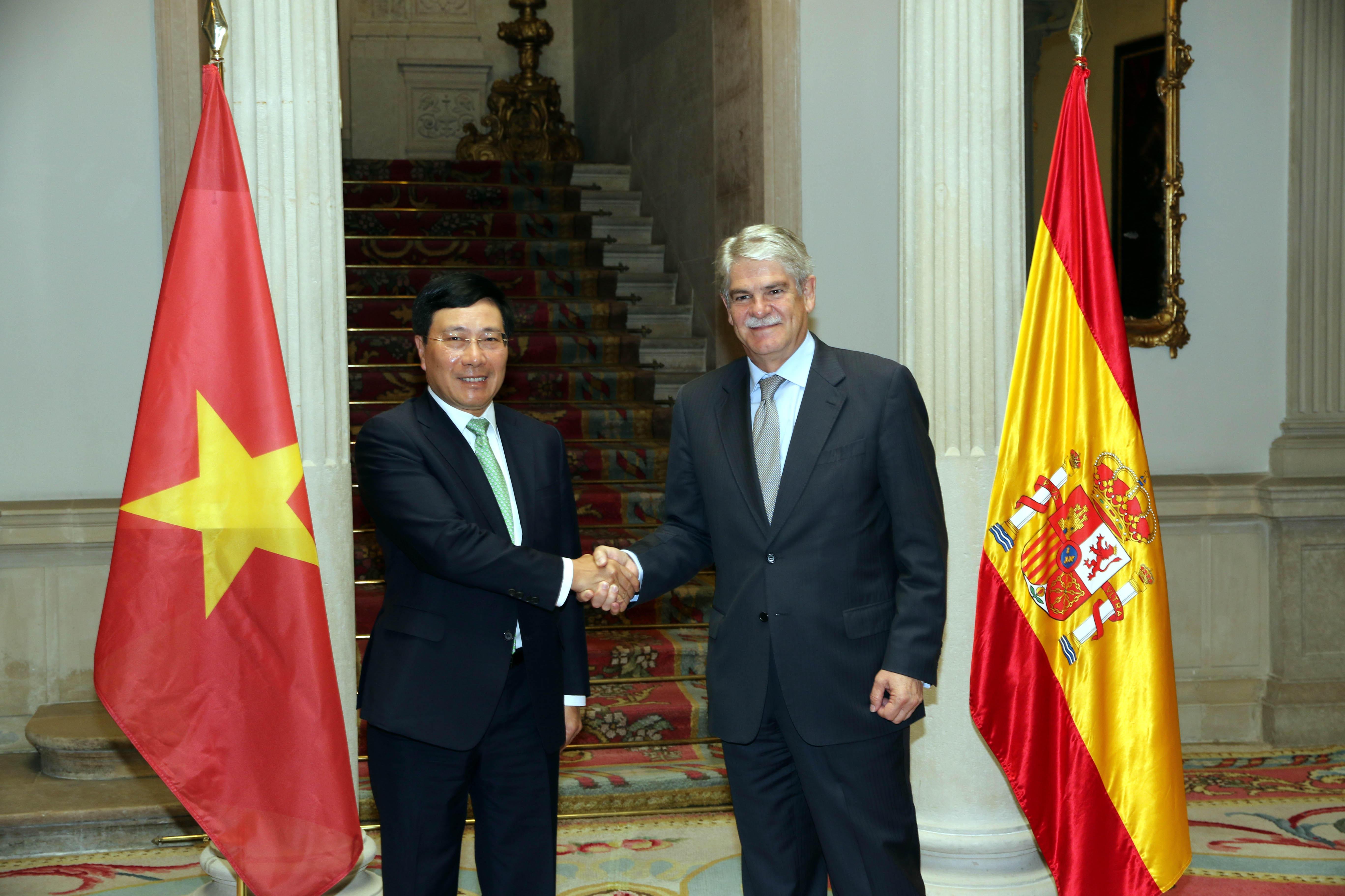 Phó Thủ tướng Phạm Bình Minh hội đàm với Bộ trưởng Ngoại giao và Hợp tác Tây Ban Nha