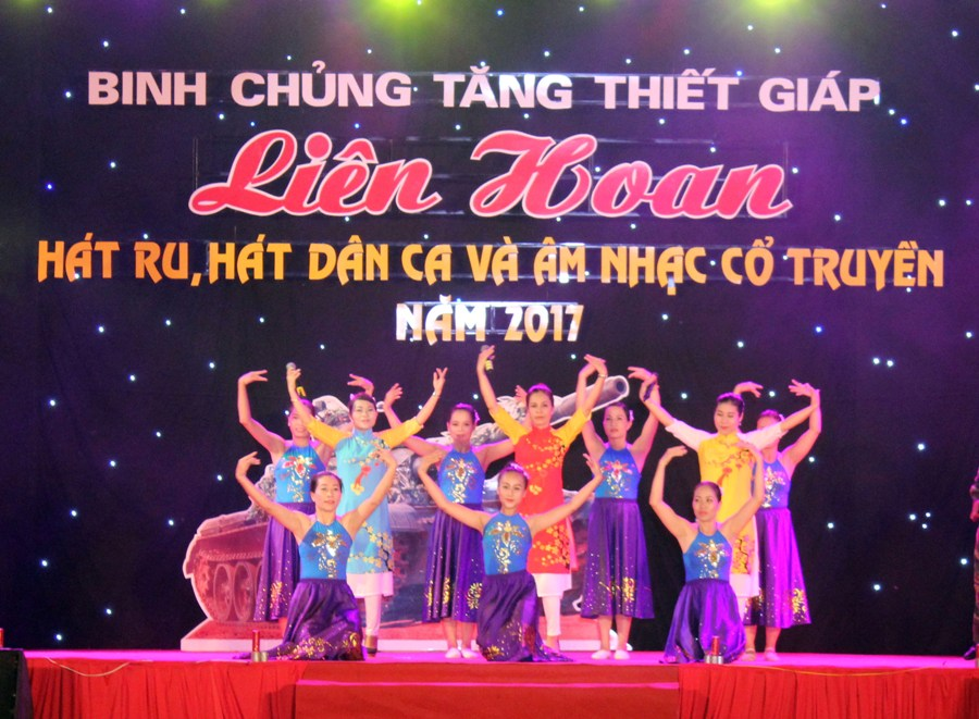 Khai mạc Liên hoan hát ru, hát dân ca, âm nhạc cổ truyền Binh chủng Tăng thiết giáp
