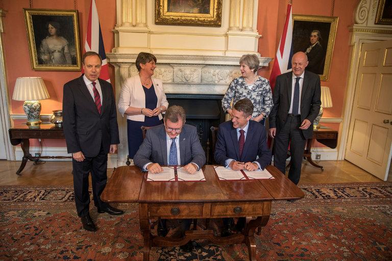 Đảng Bảo thủ Anh và đảng Liên minh dân chủ Bắc Ireland đạt được thỏa thuận