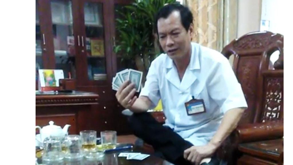 Kỷ luật cảnh cáo Bí thư Đảng ủy, Giám đốc Bệnh viện vì tham gia đánh bài ăn tiền