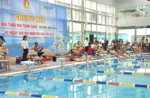 """Chung kết giải bơi thiếu nhi toàn quốc """"Đường đua xanh"""" năm 2017"""