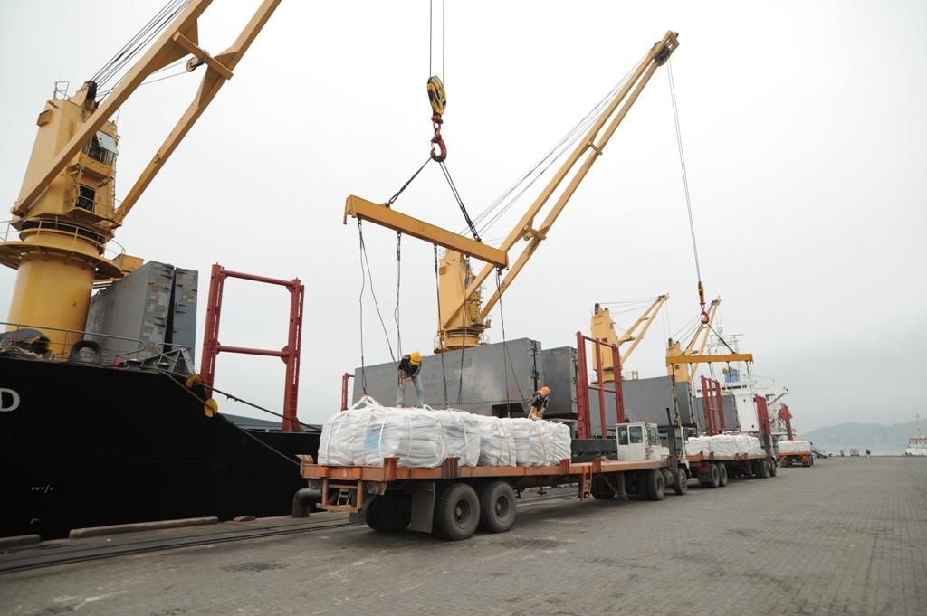 Xuất nhập khẩu hàng hóa tính đến hết ngày 15/06/2017 đạt gần 180 tỷ USD