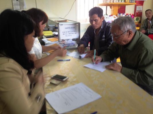 Thêm 6 tỉnh/thành chi trả trợ cấp người có công qua bưu điện
