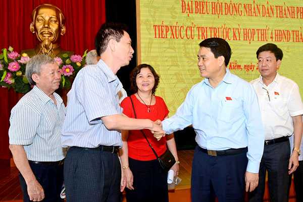 Chủ tịch TP Hà Nội Nguyễn Đức Chung giải đáp ngay nhiều thắc mắc của cử tri quận Hoàn Kiếm
