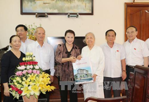 Chủ tịch Quốc hội tiếp xúc cử tri huyện Vĩnh Thạnh và quận Ninh Kiều, thành phố Cần Thơ