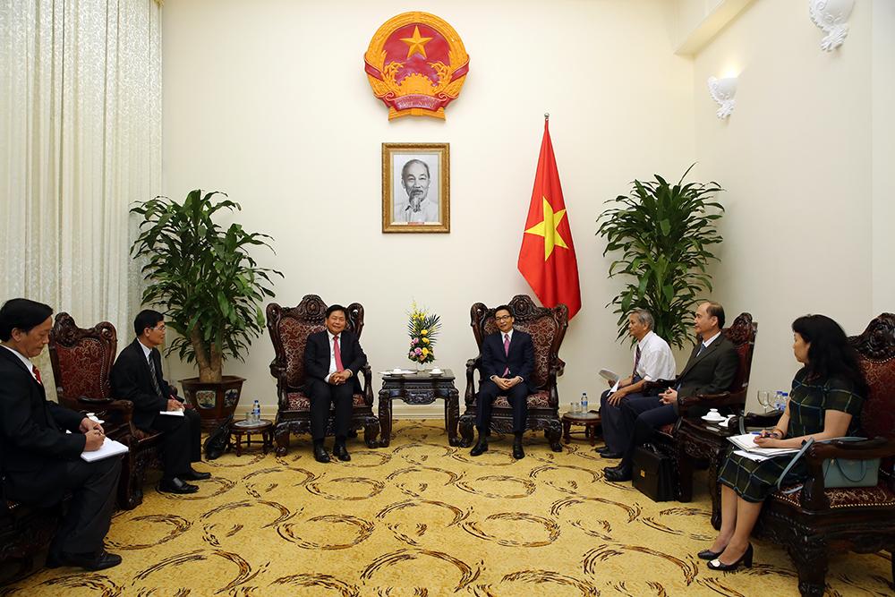 Phó Thủ tướng Vũ Đức Đam tiếp Bộ trưởng Bộ Y tế Lào Bounkong Syhavong