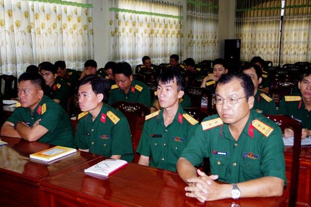 Sóc Trăng: Gần 200 sĩ quan, quân nhân chuyên nghiệp tham gia học tập chính trị