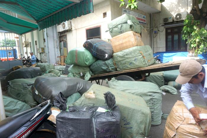 Gần 10 tấn hàng lậu trên tàu SE17 từ Hà Nội vào Đà Nẵng bị bắt giữ