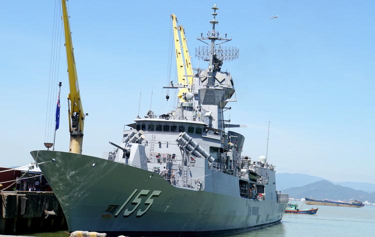 Tàu Hải quân Hoàng gia Australia cập cảng Tiên Sa thăm thành phố Đà Nẵng