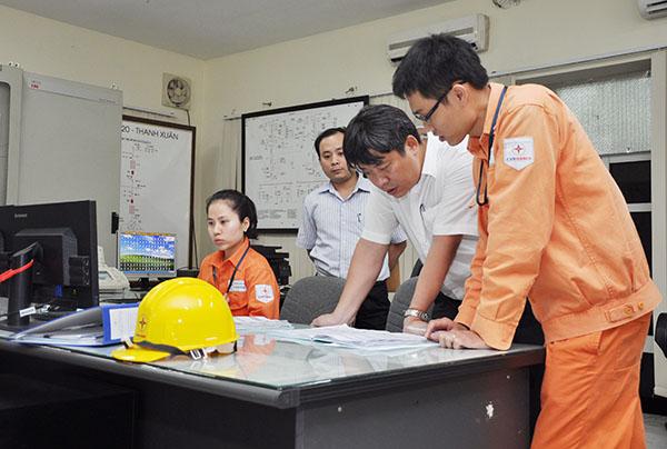 EVN HANOI đảm bảo cấp điện ổn định và tuyệt đối an toàn trong những ngày nắng nóng