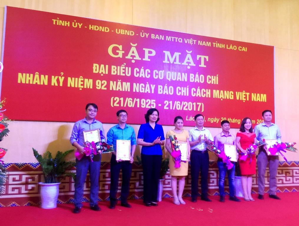 Trao giải thưởng Báo chí Lào Cai lần thứ VIII - năm 2017