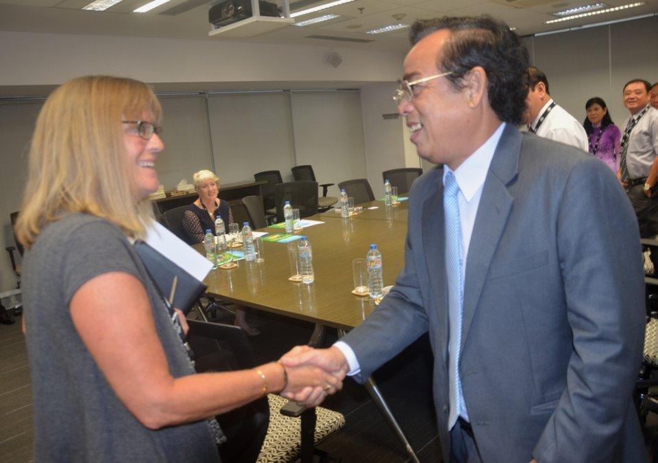 Chủ tịch UBND tỉnh - Dương Thành Trung làm việc với Tổng lãnh sự Singapore và Úc tại TP. HCM